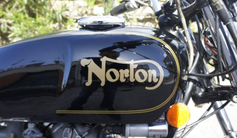NORTON 850 COMMANDO ROADSTER completo